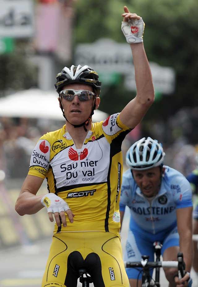 Riccó bate al sprint a Bettini y se acerca a Di Luca