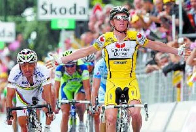 Riccò repite y Contador se cae