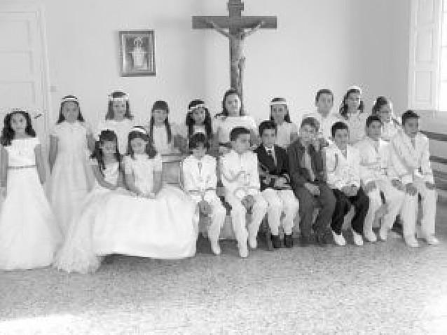 Veinte niños celebran su Primera Comunión en la parroquia de San Francisco Javier