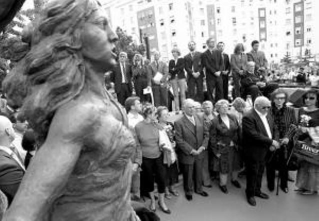 Monumento en la plaza de la República Dominicana a las víctimas del terrorismo