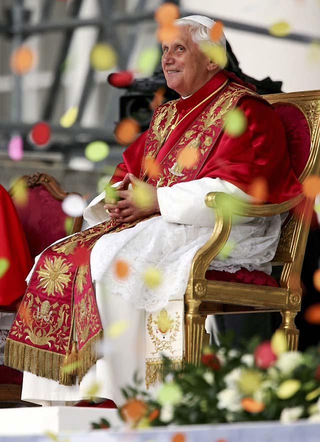 El Papa pide la prohibición de las bombas de racimo