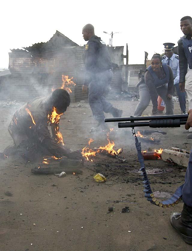 Cinco muertos y 50 heridos en una ola de ataques xenofobos contra inmigrantes africanos en Sudáfrica