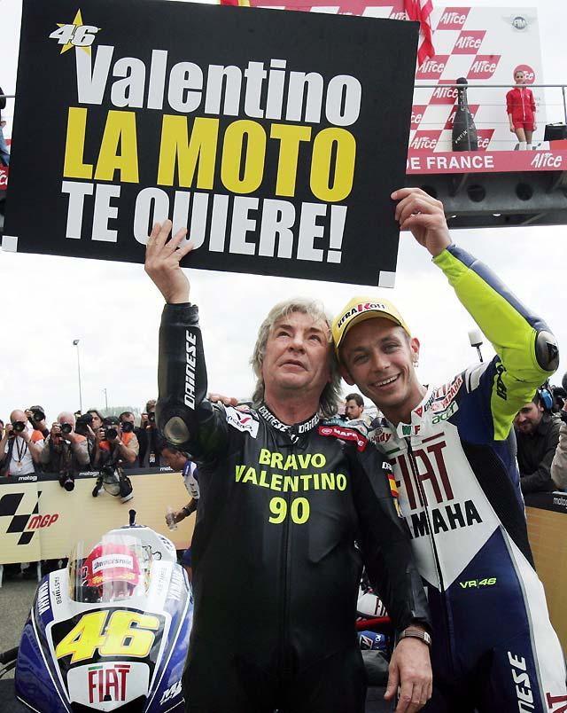 Rossi vence en Le Mans y Lorenzo queda segundo con dos tobillos rotos