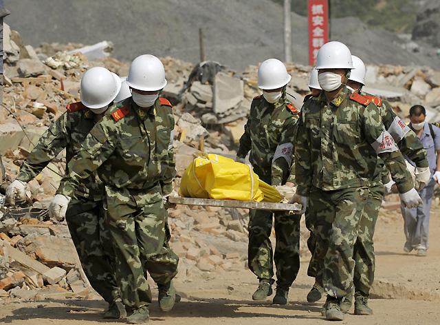 China llora a los muertos con un luto nacional y más de 6.000 millones de euros en pérdidas