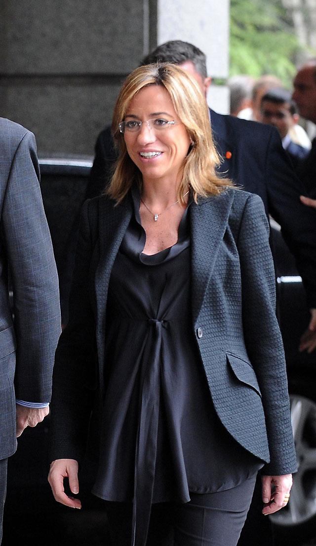 La ministra de Defensa, Carme Chacón da a luz a su primer hijo en Esplugues de Llobregat