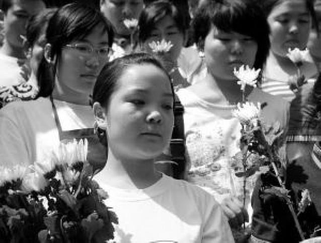 Luto histórico en China por las víctimas del seísmo, que podrían llegar a las 71.000