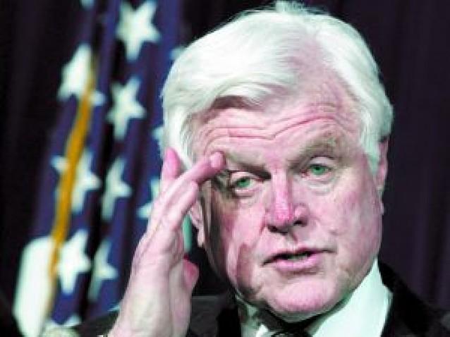El senador estadounidense Ted Kennedy padece un tumor cerebral maligno
