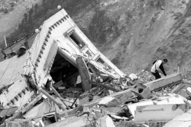 China llora ya a más de 40.000 muertos en el segundo día de luto por el terremoto