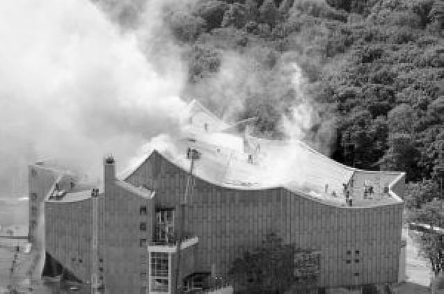 La sede de la Filarmónica de Berlín, dañada por un incendio
