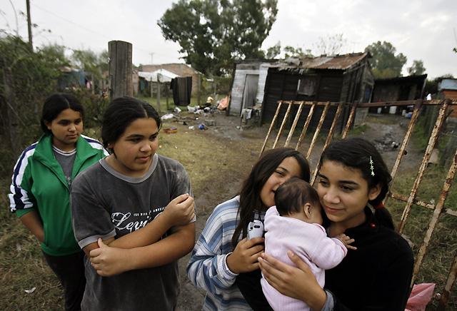 La muerte de una niña de 2 años a manos de dos hermanos de 7 y 9 sacude a Argentina
