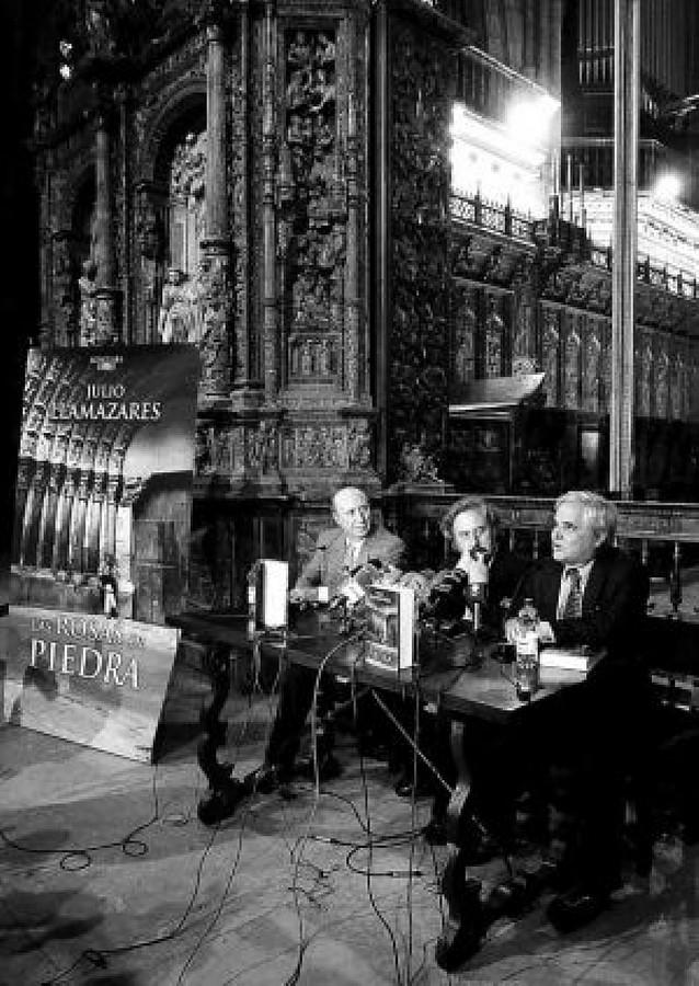 """Julio Llamazares busca """"el alma del pueblo"""" a través de las catedrales"""