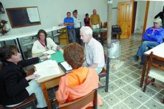 """Oposición y vecinos de Romanzado ven """"antidemocrática"""" la actitud del alcalde"""