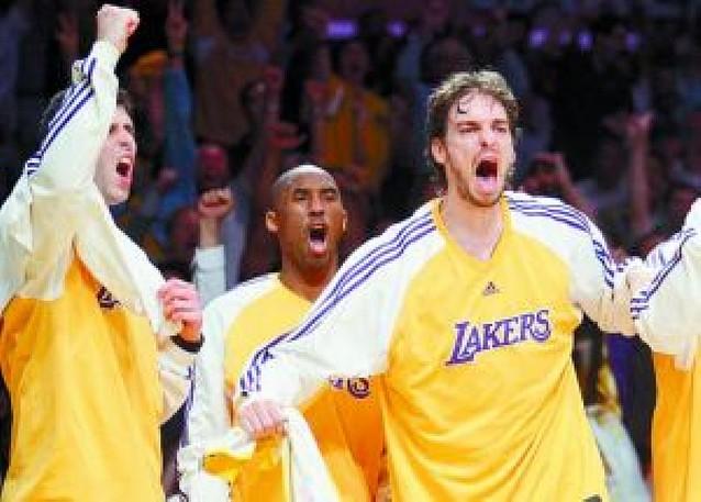 La reacción de Kobe Bryant lleva a los Lakers a una épica remontada