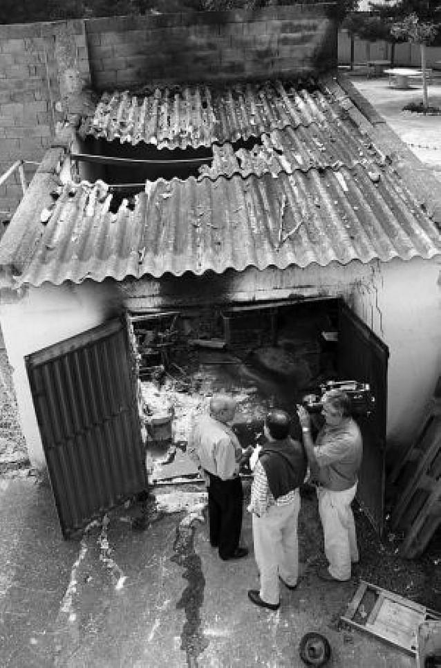 Herido grave en una explosión cuando recargaba un cortacésped en Cortes