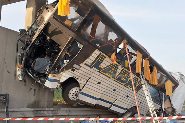 Siete muertos y siete heridos graves en un accidente de autobús en Francia