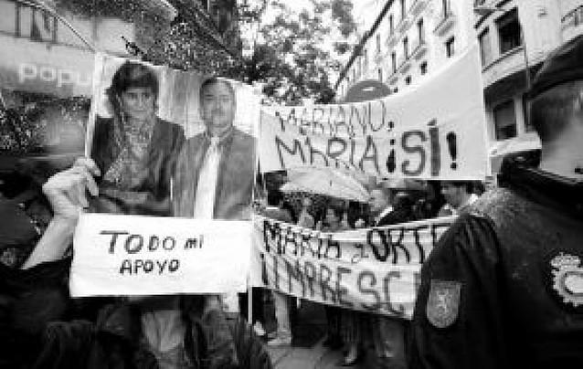 Concentración ante la sede contra Rajoy y Ruiz-Gallardón