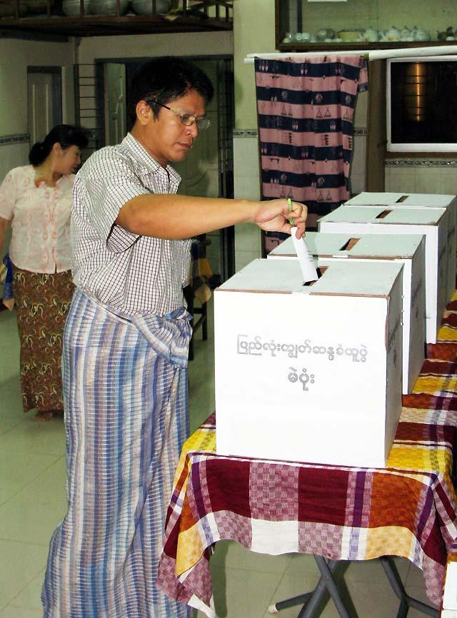 Los militares birmanos celebraron el referéndum en las áreas arrasadas por el ciclón 'Nargis'