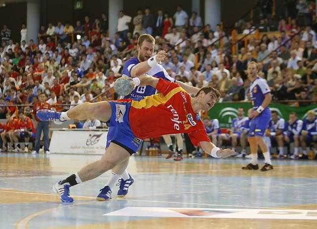 España gana a Islandia (34-31) pese a sus problemas defensivos
