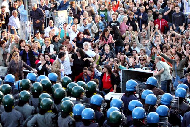 Nuevos enfrentamientos en Nápoles por la prevista apertura de un basurero