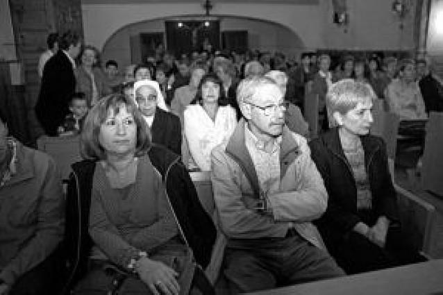 Mendaza estrena la rehabilitada ermita de Santa Coloma