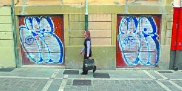El Casco Viejo se llena de pintadas
