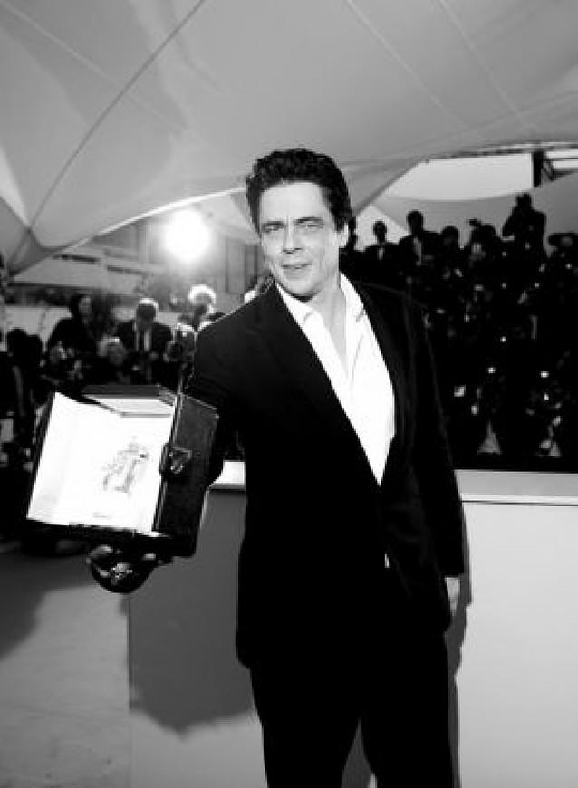 """Del Toro dedica su premio a Ernesto Guevara, """"el hombre"""""""