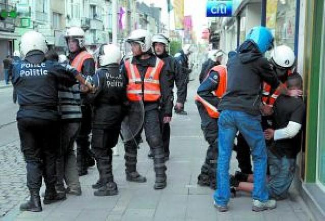 26 heridos y 193 detenidos tras una pelea en Anderlecht