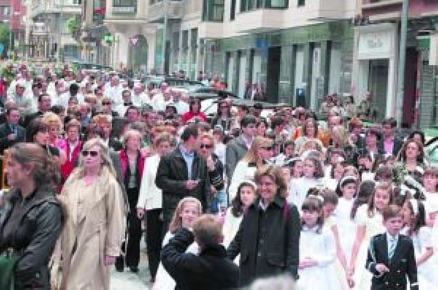 Miles de personas participaron en la procesión del Corpus en Pamplona