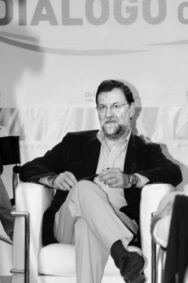 Rajoy asegura que los adversarios del PP están fuera del partido y llama a la unión