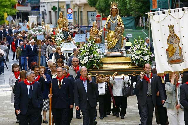 El 50 aniversario de la coronación de la Virgen del Puy entrelaza historia y presente