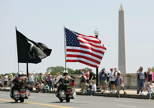 """El """"Trueno Rodante"""" de veteranos de guerra invade las calles de Washington"""