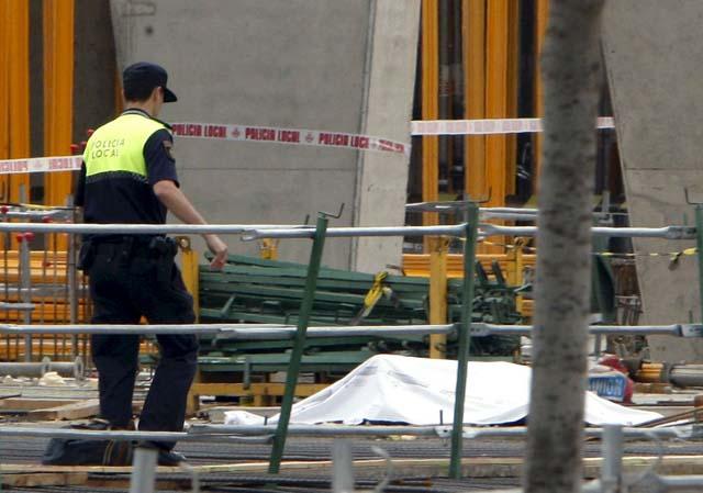Mueren cuatro trabajadores tras caer un encofrado en las obras del nuevo estadio del Valencia