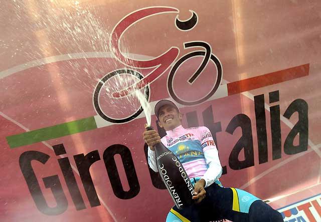Alberto Contador refuerza la maglia rosa tras finalizar cuarto en la cronoescalada