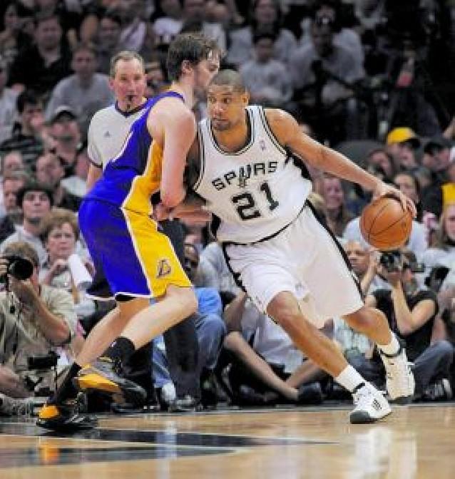 Los Spurs ganan con comodidad a los Lakers