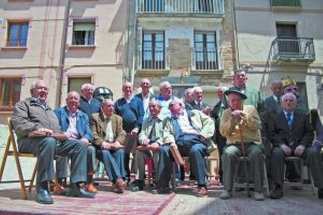 La sociedad Peñaguda de Estella homenajea a 25 socios pioneros en su 50 aniversario