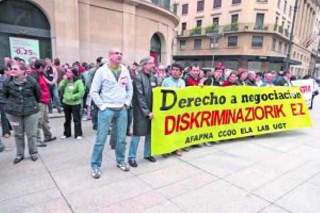 LOS EMPLEADOS DEL GOBIERNO FORAL SIGUEN CON SUS PROTESTAS