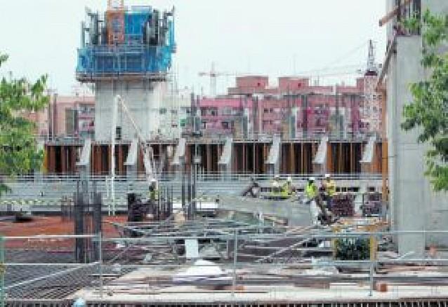 Cuatro obreros muertos al caer un andamio en Valencia