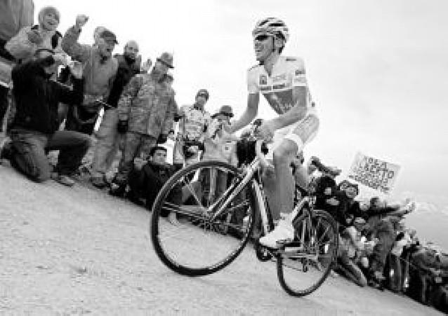 Contador refuerza su maglia