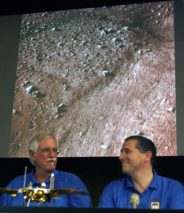 """""""Phoenix"""" envía su primera mirada sobre Marte"""