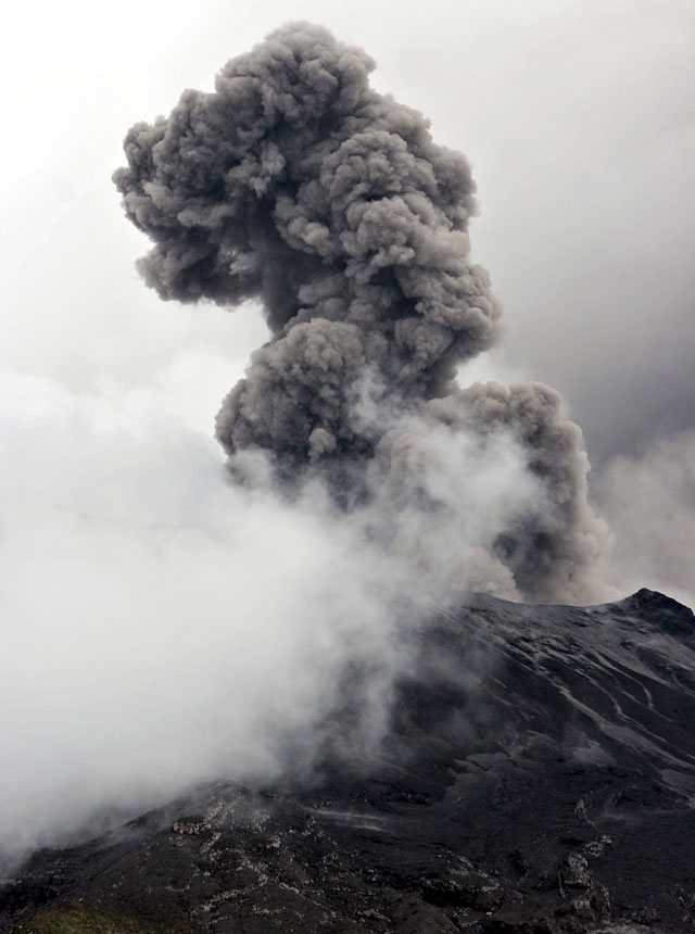 El volcán Tungurahua en Ecuador aumenta su actividad