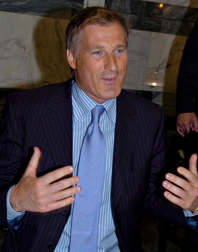 El ministro de Asuntos Exteriores canadiense dimite tras comprometer documentos confidenciales