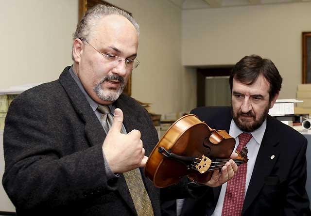 El violín Vuillaume, que perteneció a Pablo Sarasate, restaurado esta mañana en Pamplona