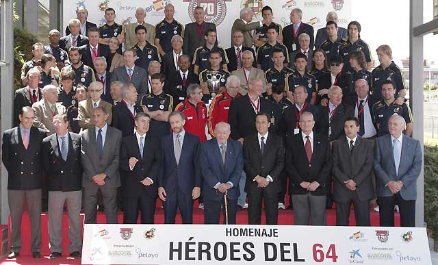 """Los """"Héroes del 64"""" confían en la selección de Aragonés"""