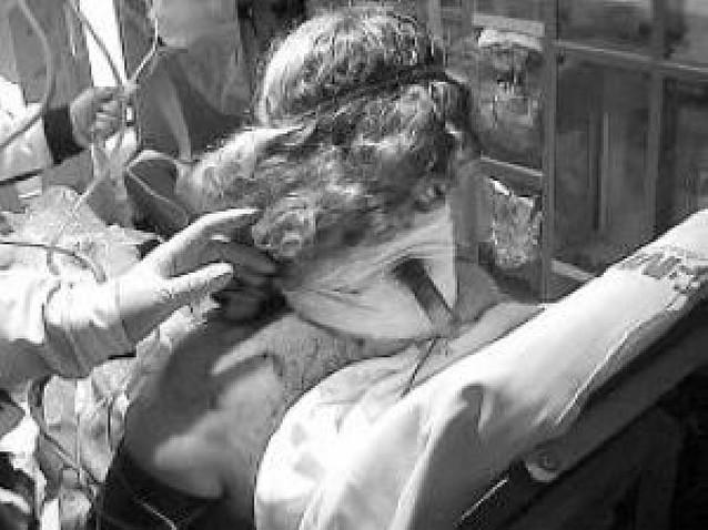 Una mujer sobrevive en Vallecas pese a tener un cuchillo clavado en el cuello