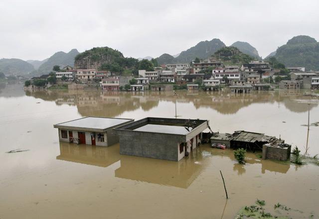 Los muertos por las inundaciones en el suroeste de China ascienden a 23