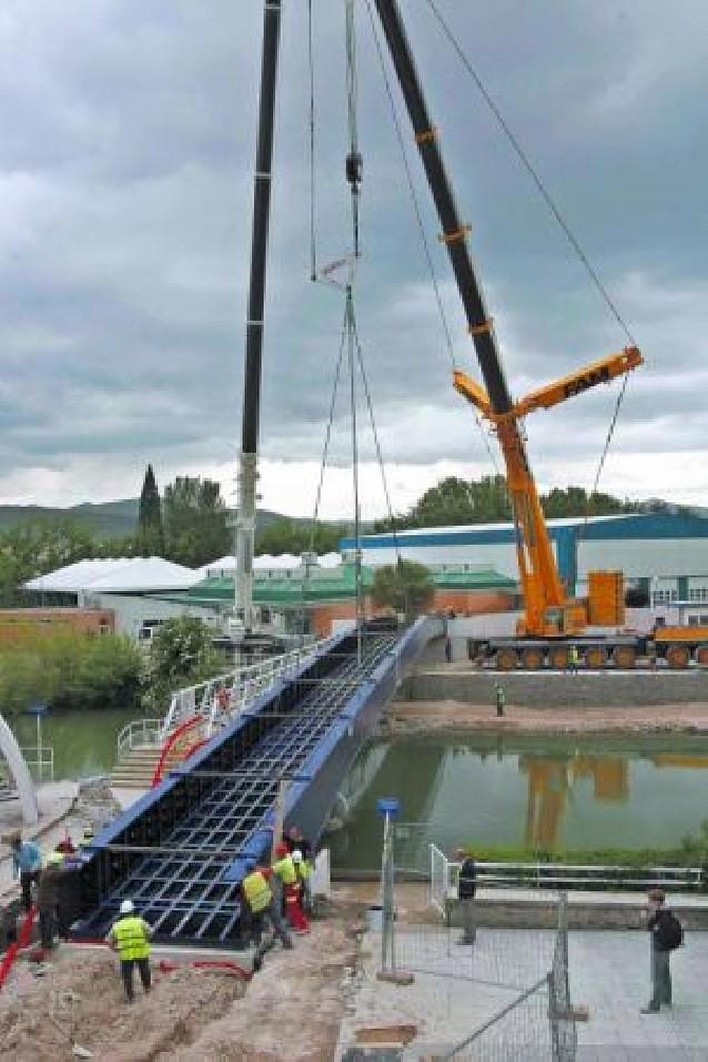 La nueva pasarela del Club Natación ya está instalada