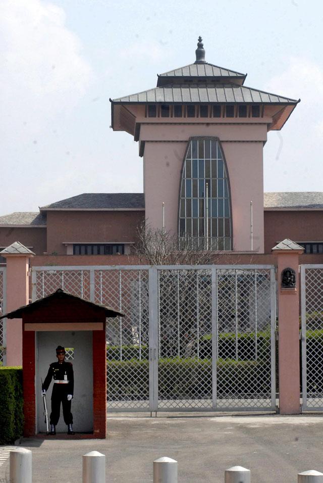 Nepal se convierte en una república tras aprobar sus diputados de forma aplastante la abolición de la monarquía