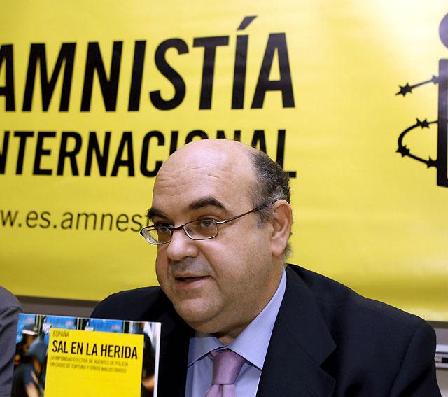 Amnistía Internacional pedirá colaboración al Parlamento de Navarra