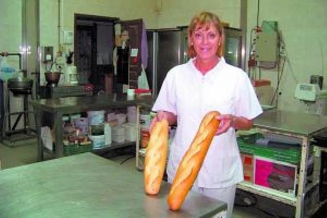 Una panadera vende más pan al mismo precio
