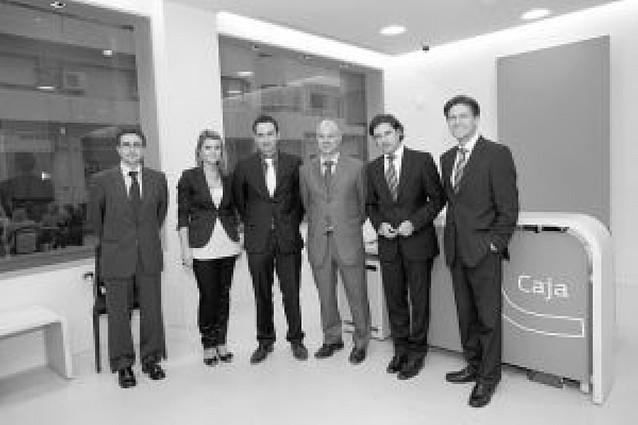 Bankinter inaugura su nueva oficina bancaria en laplaza Sancho el Fuerte
